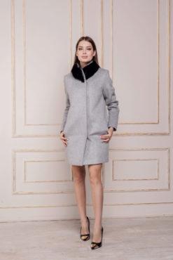 Зимнее пальто с меховым воротником Вишня