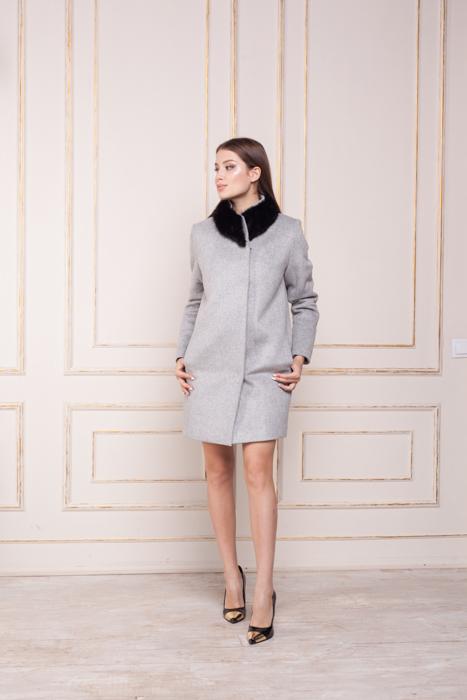 Зимнее пальто с меховым воротником Вишня спереди