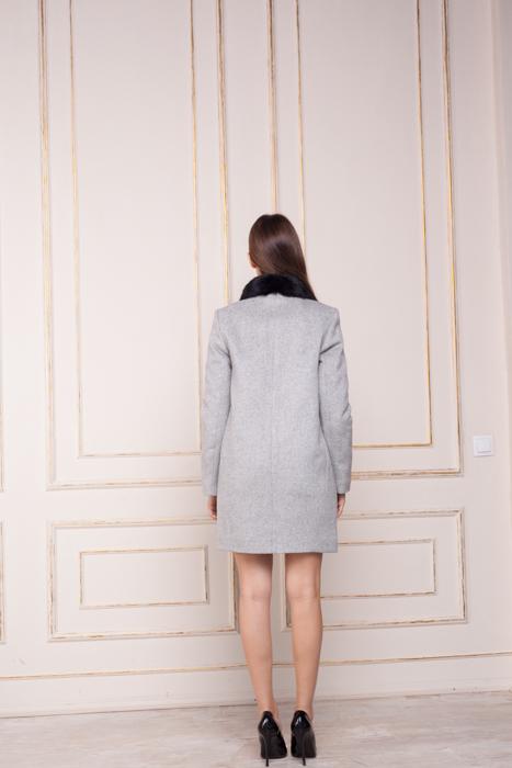 Зимнее пальто с меховым воротником Вишня сзади