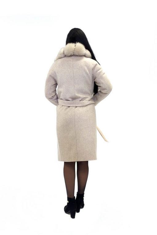 Женское зимнее бежевое пальто с мехом Ланда сзади